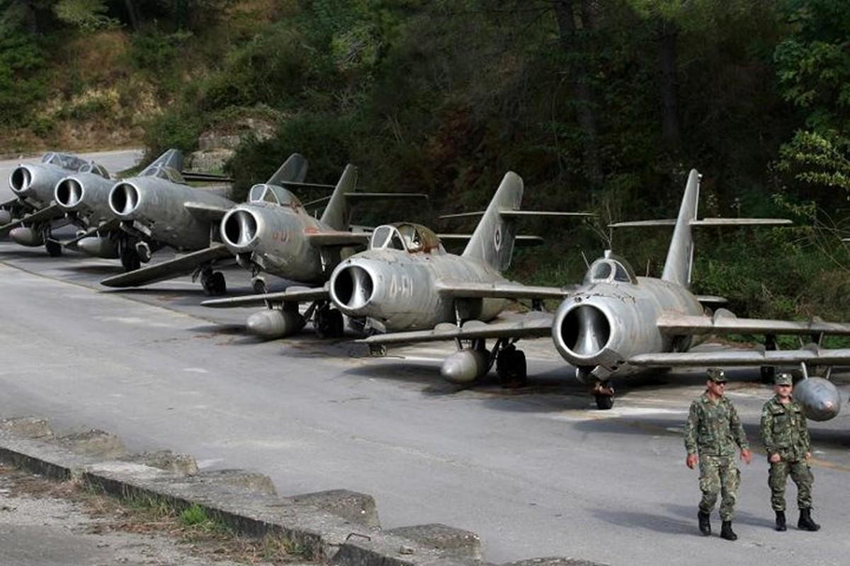 Tiec ngan ngo dan may bay chien dau MiG bi bo hoang giua chau Au-Hinh-17