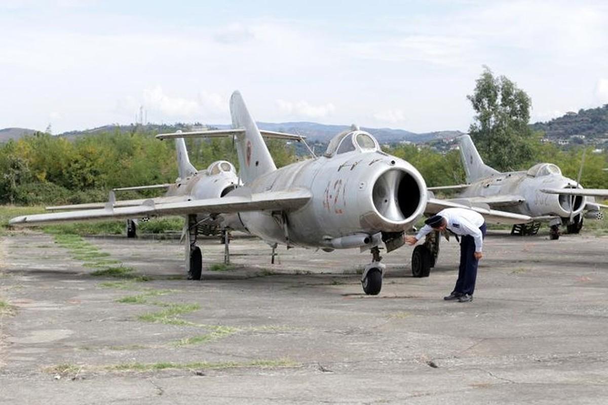 Tiec ngan ngo dan may bay chien dau MiG bi bo hoang giua chau Au-Hinh-3