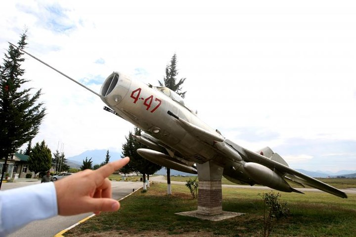 Tiec ngan ngo dan may bay chien dau MiG bi bo hoang giua chau Au-Hinh-9