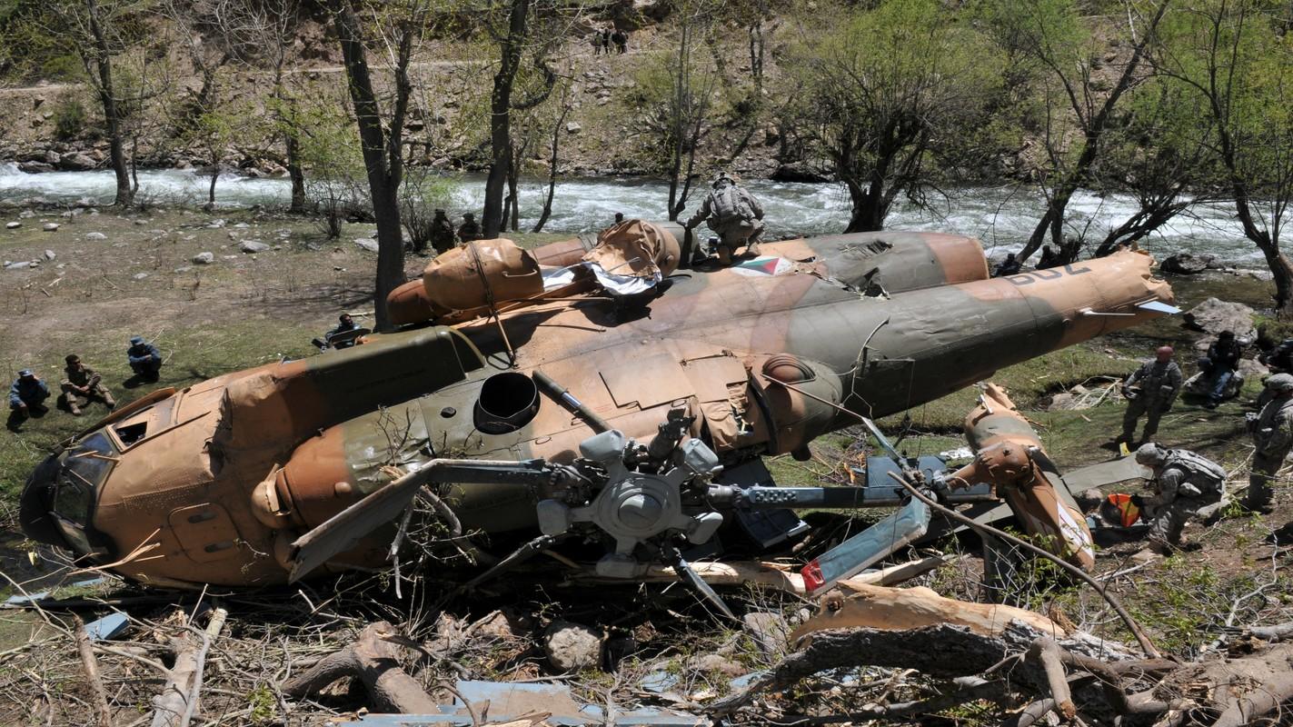 Roi truc thang quan su o Afghanistan, moi con mat do don ve Mi-17-Hinh-3