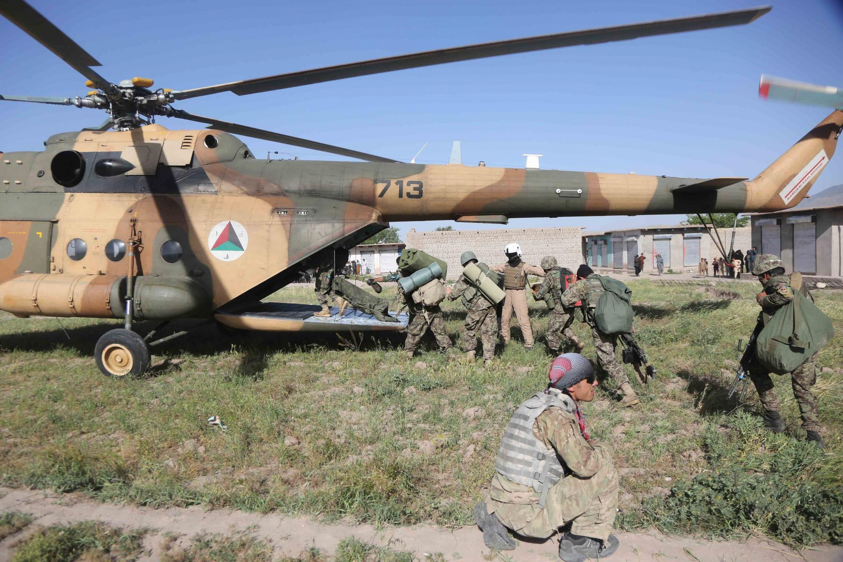 Roi truc thang quan su o Afghanistan, moi con mat do don ve Mi-17-Hinh-8