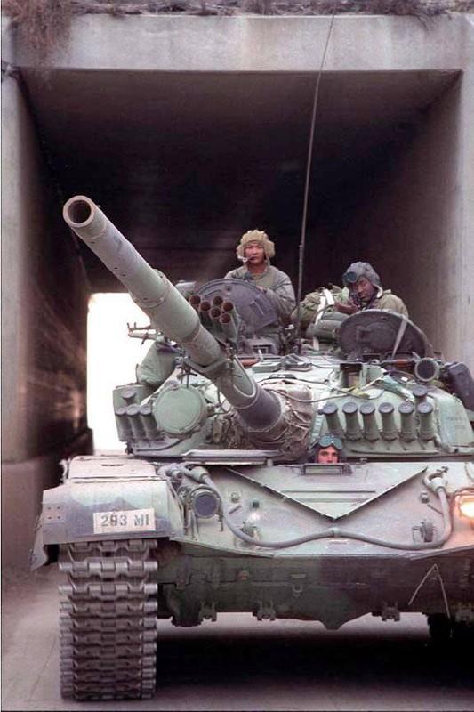La lam hinh anh linh My cuoi xe tang T-72 tap tran-Hinh-11