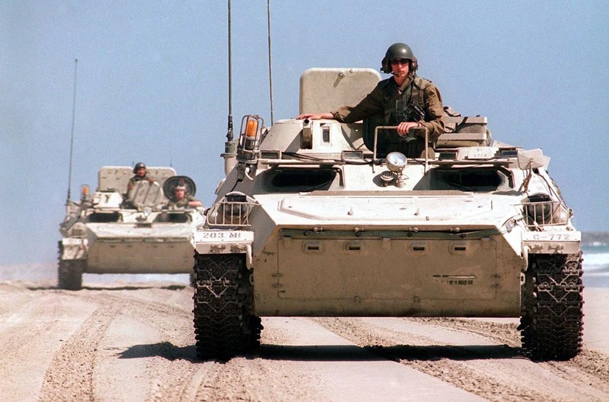 La lam hinh anh linh My cuoi xe tang T-72 tap tran-Hinh-2