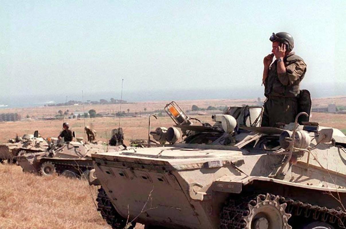 La lam hinh anh linh My cuoi xe tang T-72 tap tran-Hinh-3