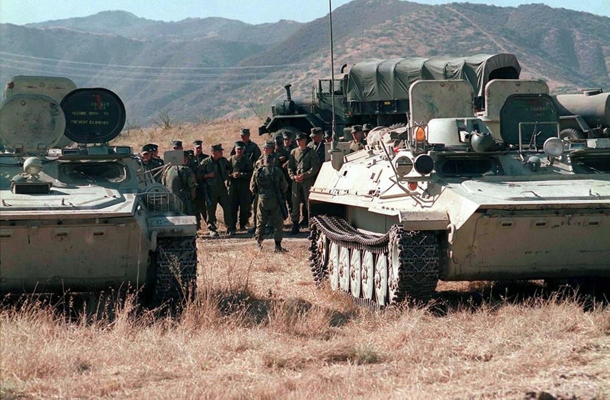 La lam hinh anh linh My cuoi xe tang T-72 tap tran-Hinh-4