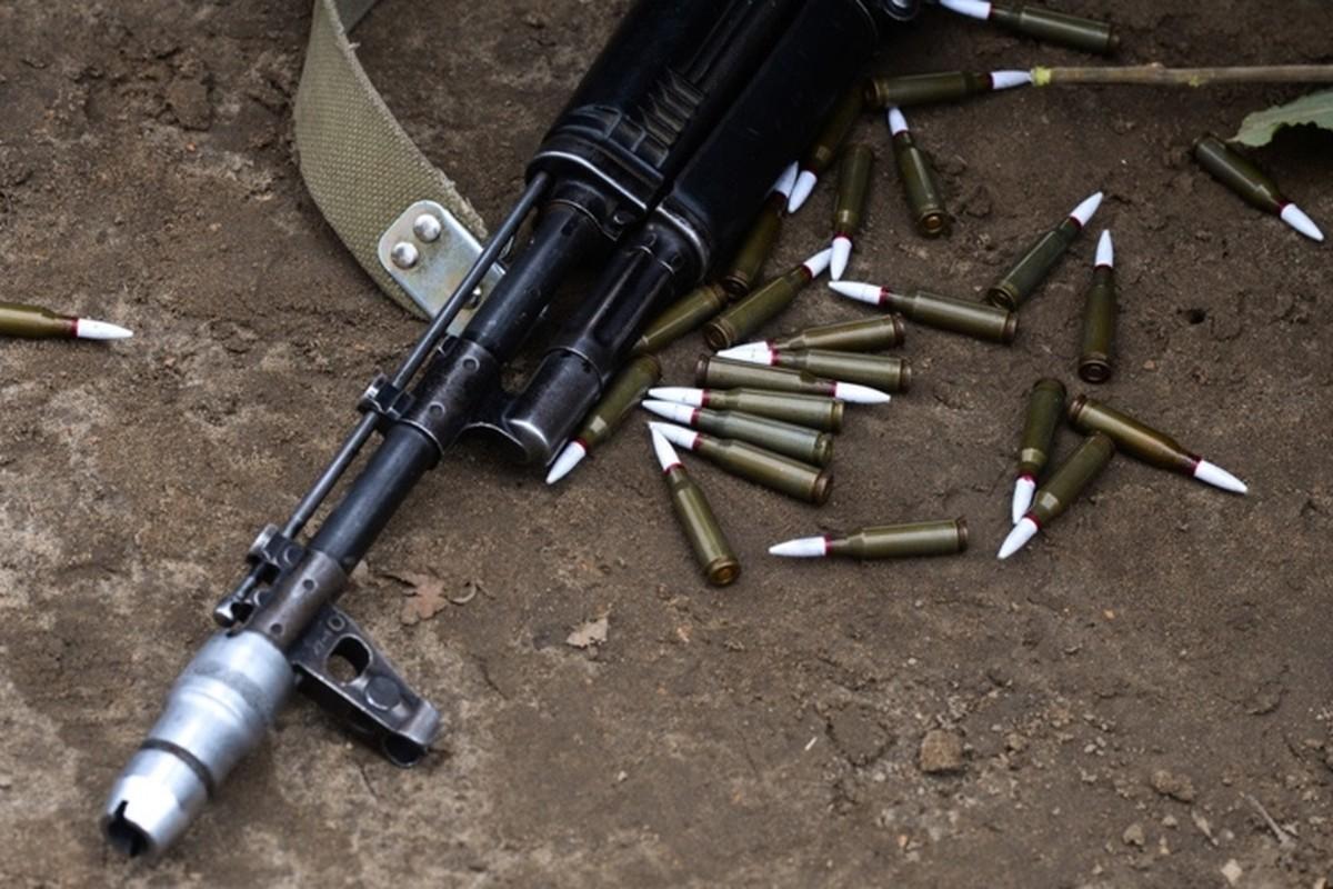 Tai sao dan sung tieu lien AK-47 co nhieu mau sac khac nhau?-Hinh-7