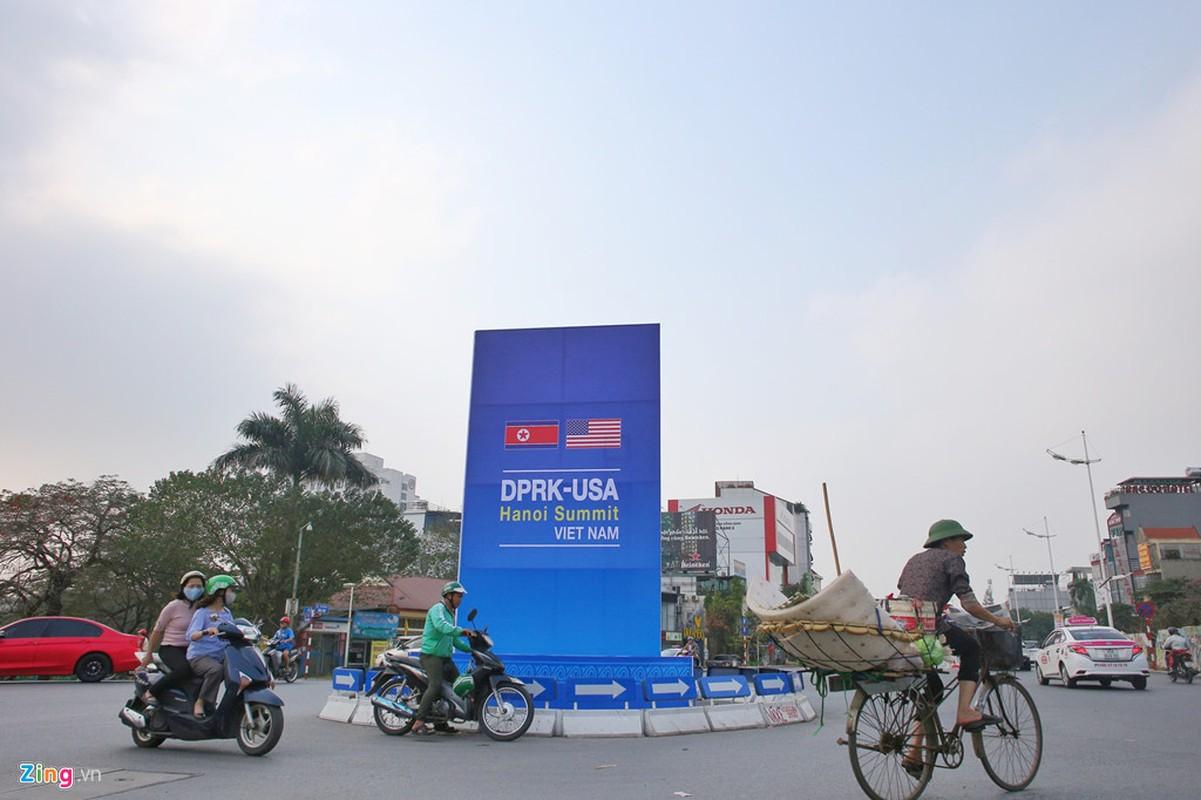 Pho phuong Ha Noi duoc trang hoang chuan bi cuoc gap Trump-Kim