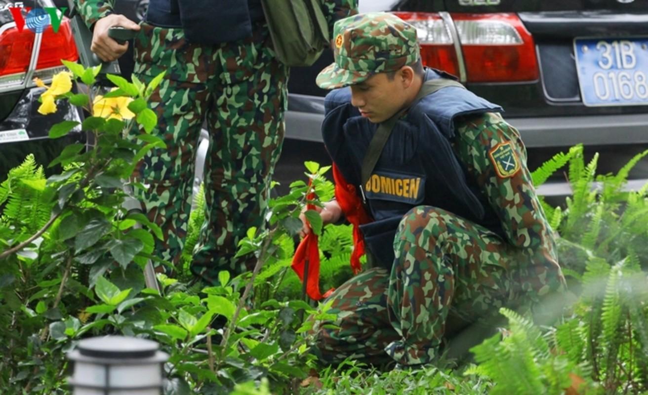 Cong binh VN kiem tra tung bui co de chuan bi thuong dinh My - Trieu-Hinh-4