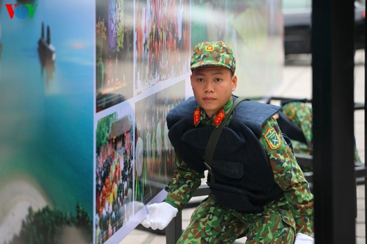 Cong binh VN kiem tra tung bui co de chuan bi thuong dinh My - Trieu-Hinh-6