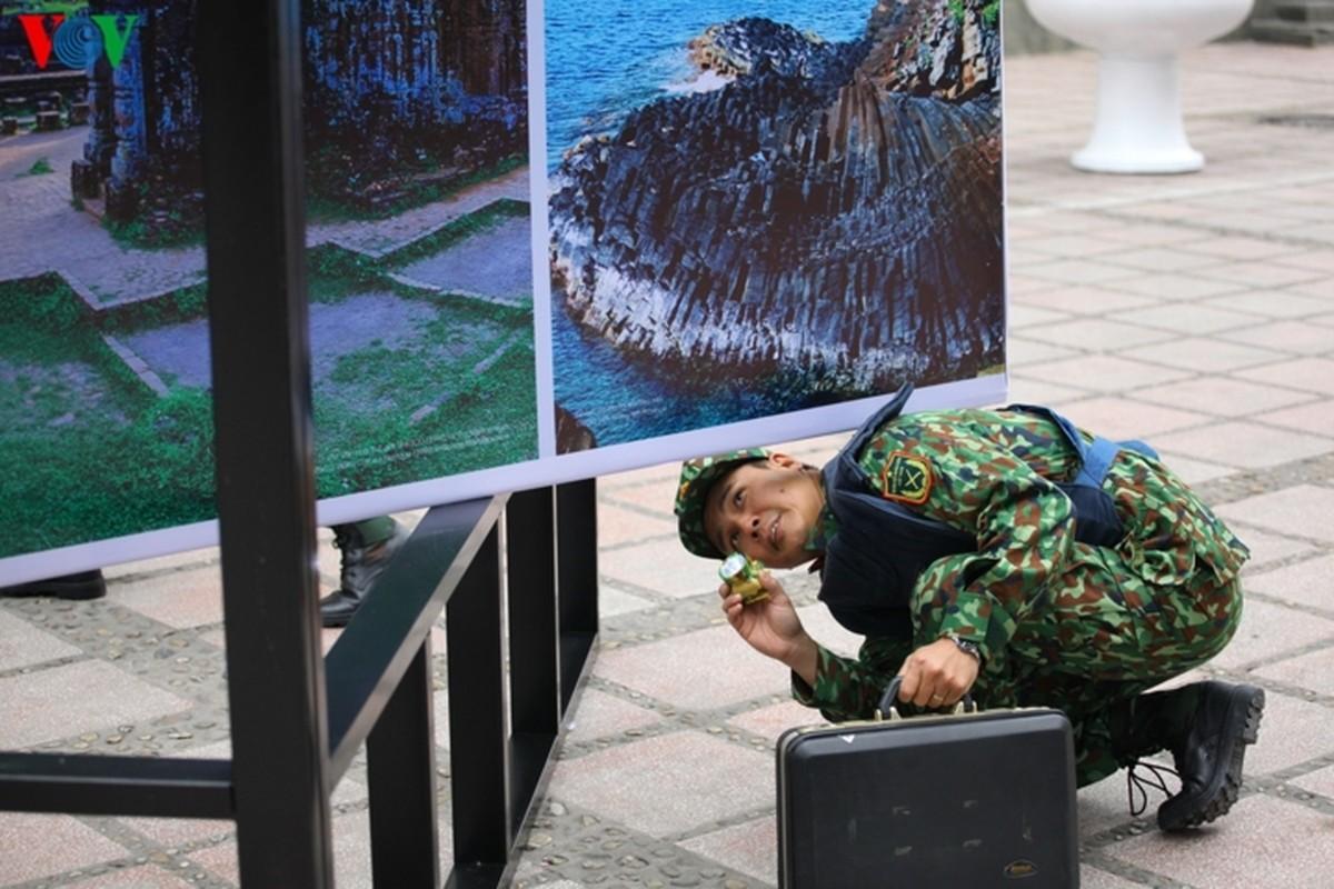 Cong binh VN kiem tra tung bui co de chuan bi thuong dinh My - Trieu-Hinh-8