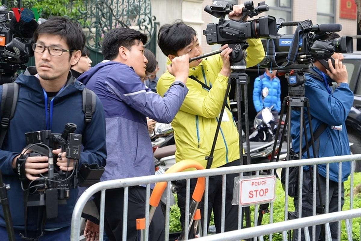 Phong vien quoc te vay kin khach san Melia chuan bi don ong Kim Jong-un-Hinh-10