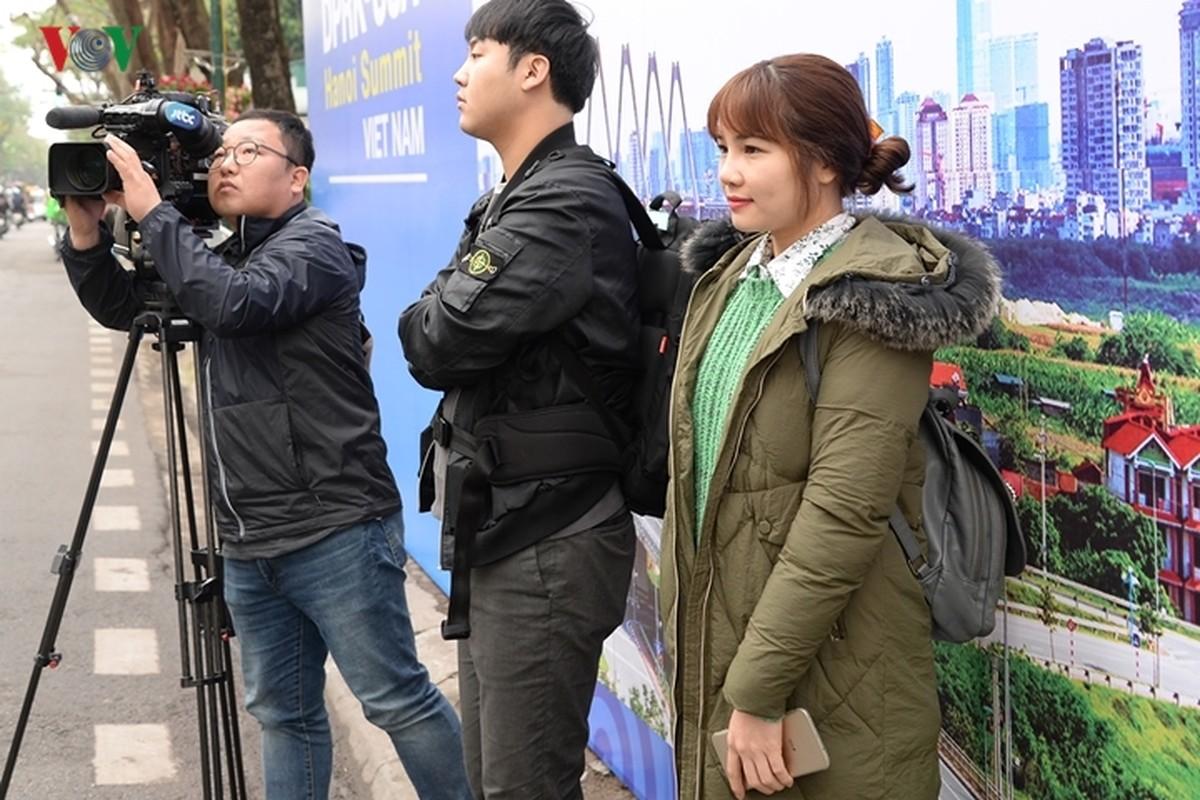 Phong vien quoc te vay kin khach san Melia chuan bi don ong Kim Jong-un-Hinh-7