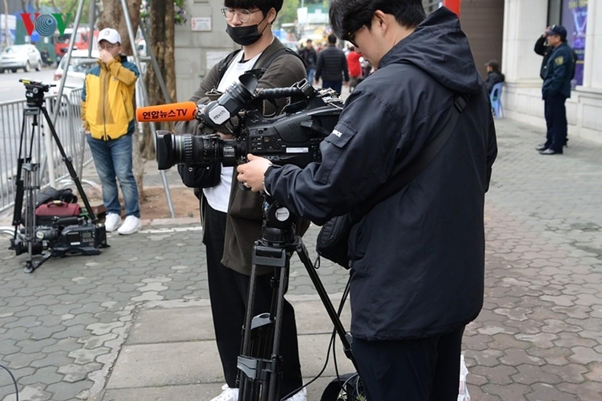 Phong vien quoc te vay kin khach san Melia chuan bi don ong Kim Jong-un-Hinh-8