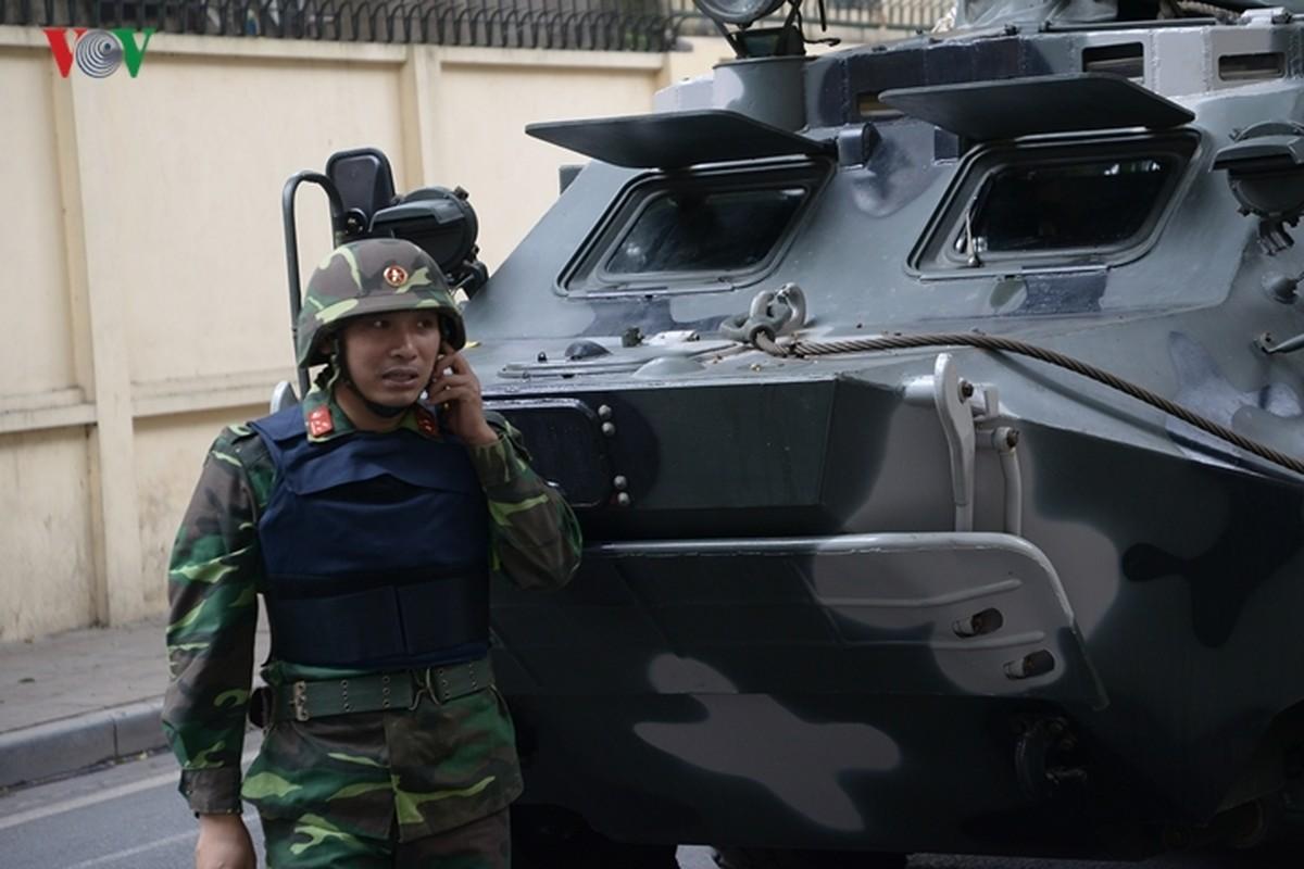 Can canh xe thiet giap BTR-60PB Viet Nam bao ve Thuong dinh My-Trieu-Hinh-11