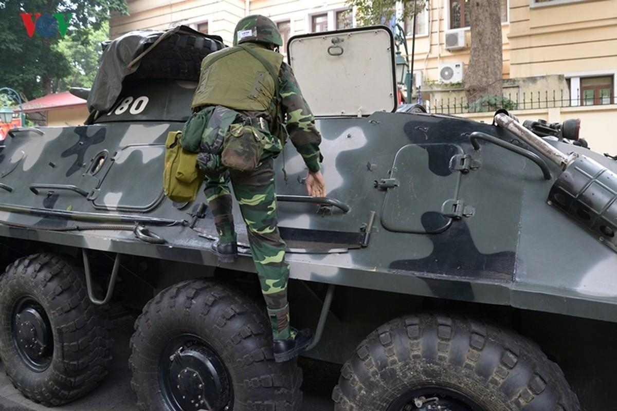 Can canh xe thiet giap BTR-60PB Viet Nam bao ve Thuong dinh My-Trieu-Hinh-13
