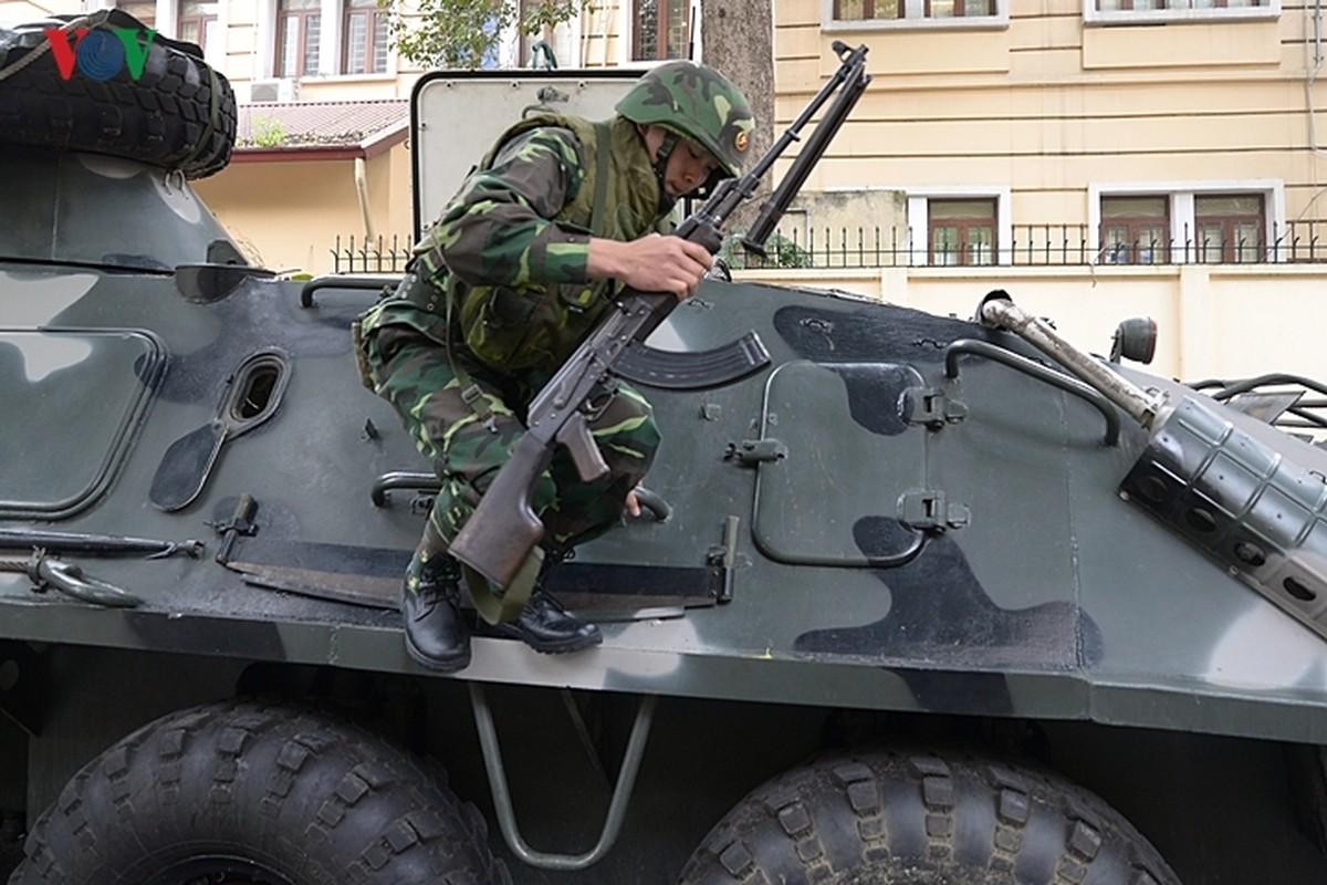 Can canh xe thiet giap BTR-60PB Viet Nam bao ve Thuong dinh My-Trieu-Hinh-14
