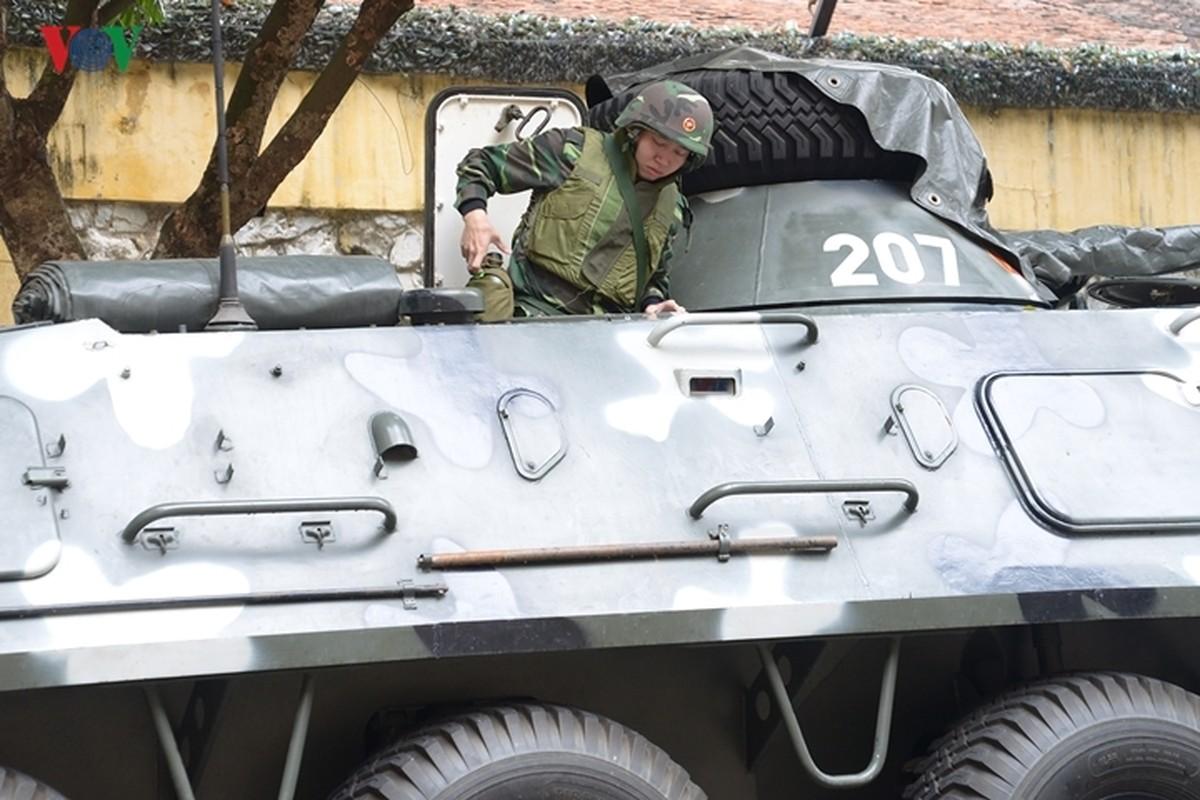 Can canh xe thiet giap BTR-60PB Viet Nam bao ve Thuong dinh My-Trieu-Hinh-15