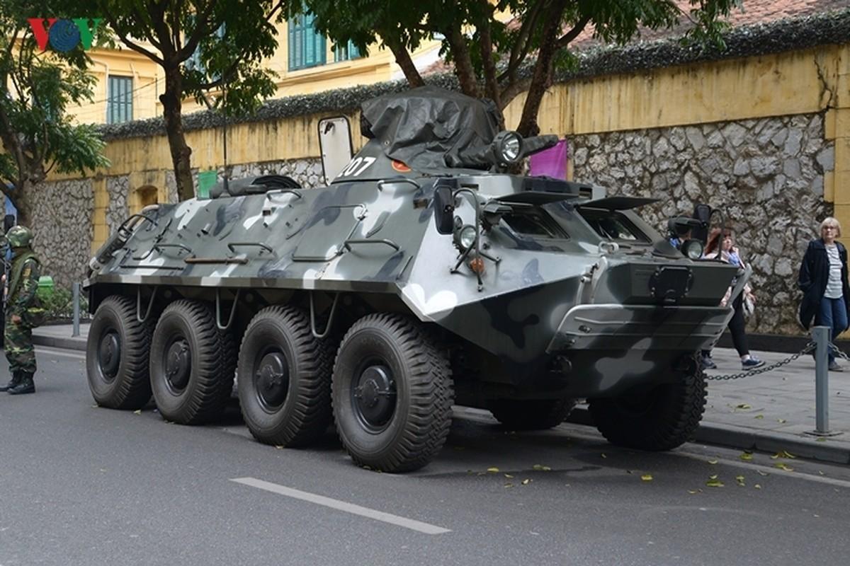Can canh xe thiet giap BTR-60PB Viet Nam bao ve Thuong dinh My-Trieu-Hinh-18