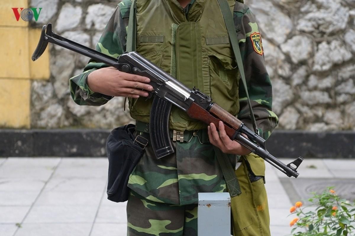 Can canh xe thiet giap BTR-60PB Viet Nam bao ve Thuong dinh My-Trieu-Hinh-9