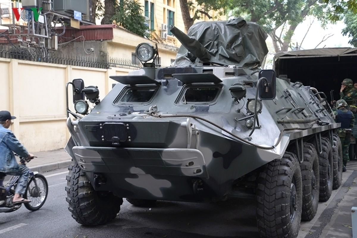 Can canh xe thiet giap BTR-60PB Viet Nam bao ve Thuong dinh My-Trieu