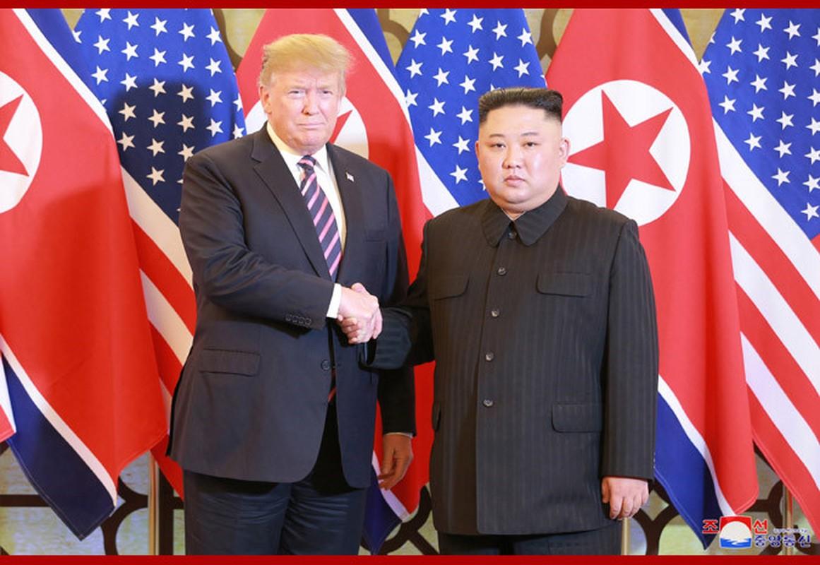 Bo anh doc dao tu phia Trieu Tien ve buoi an toi cua Trump - Kim