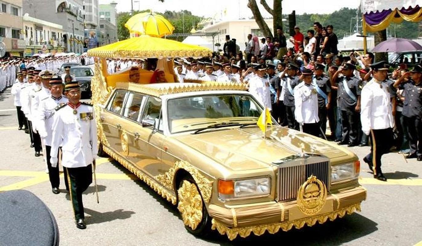 Cuoc song xa hoa dat vang cua quoc vuong Brunei thu nhap 100 USD/giay-Hinh-3