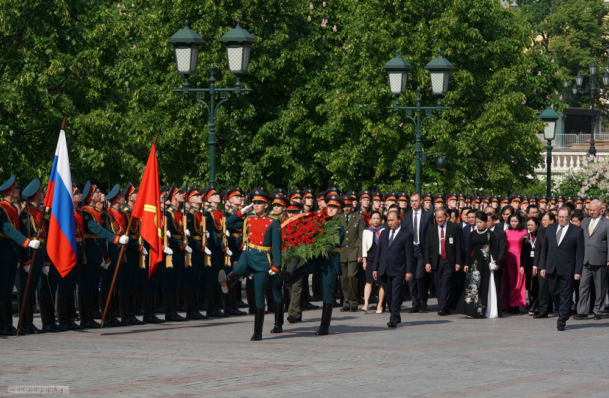 Thu tuong Nguyen Xuan Phuc hoi kien Tong thong Nga Vladimir Putin-Hinh-3