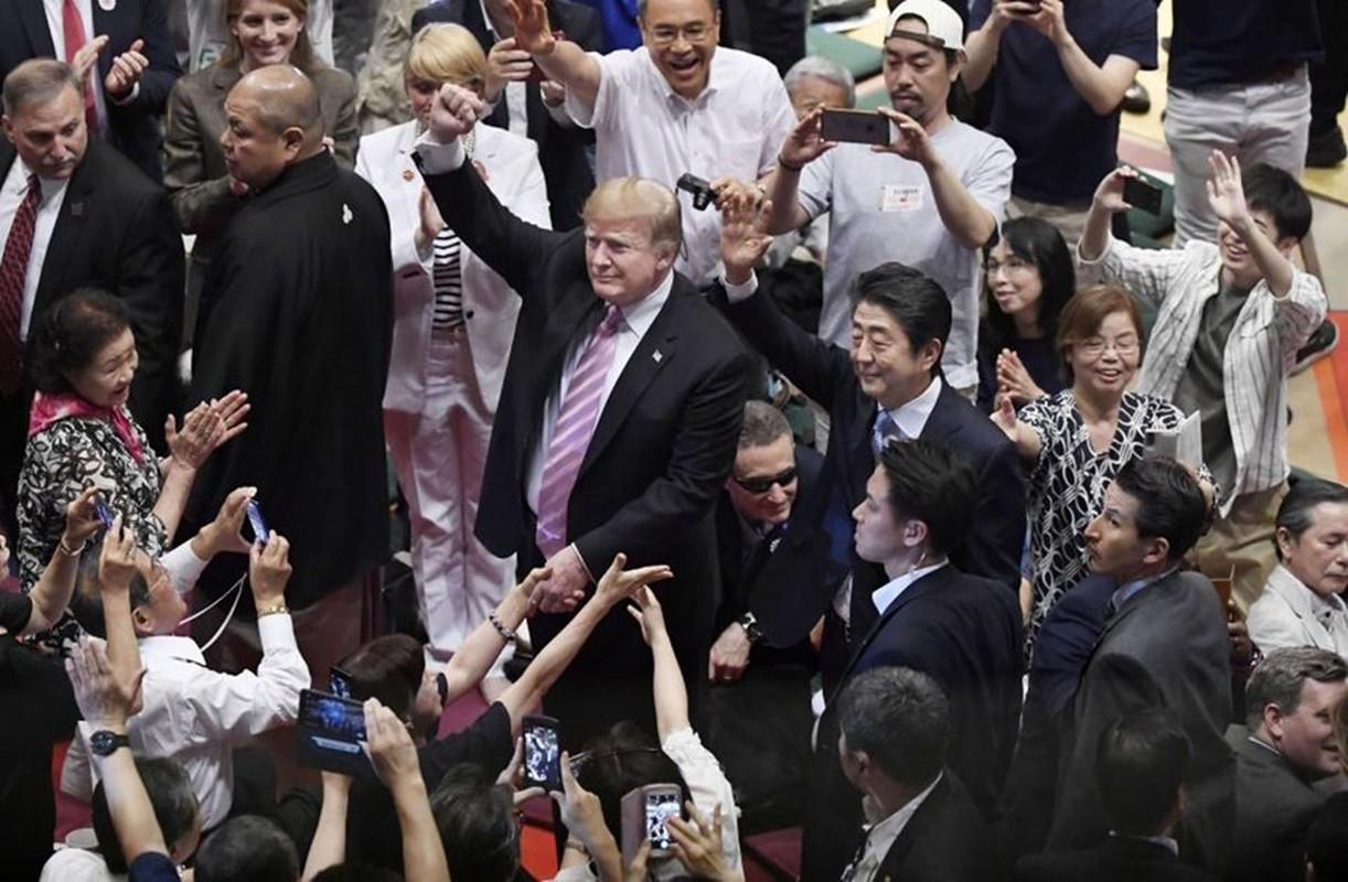 Nguoi Nhat phan khich khi ong Trump trao giai sumo-Hinh-2