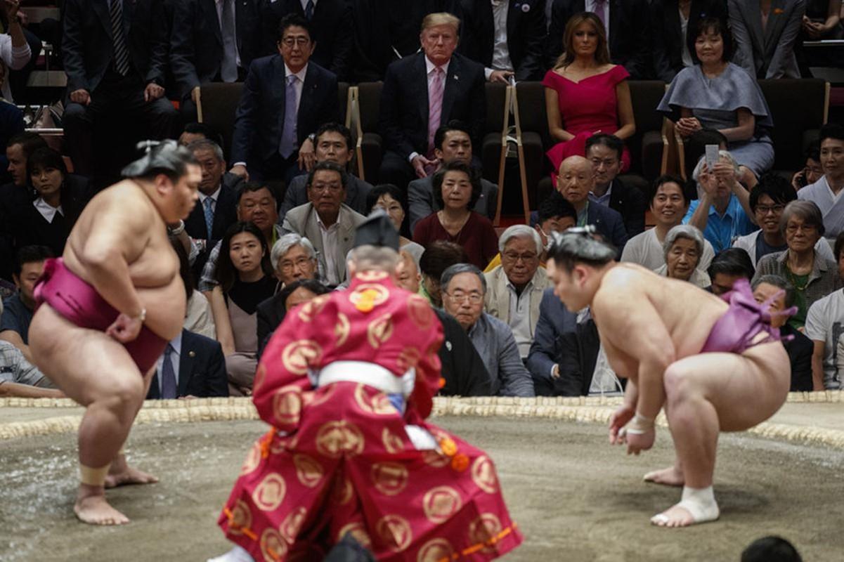Nguoi Nhat phan khich khi ong Trump trao giai sumo-Hinh-6
