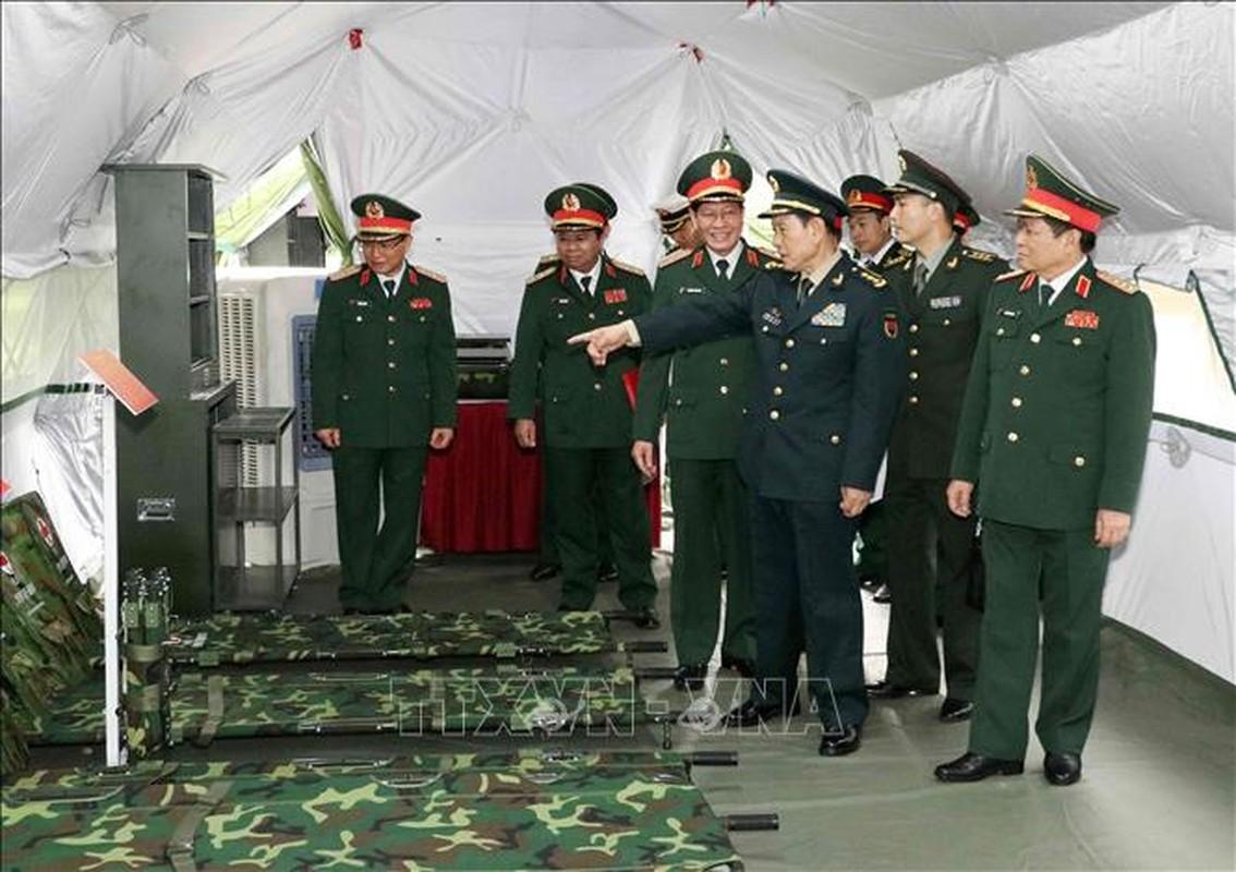 Quan doi Trung Quoc tang Viet Nam trang bi tim kiem cuu nan-Hinh-5
