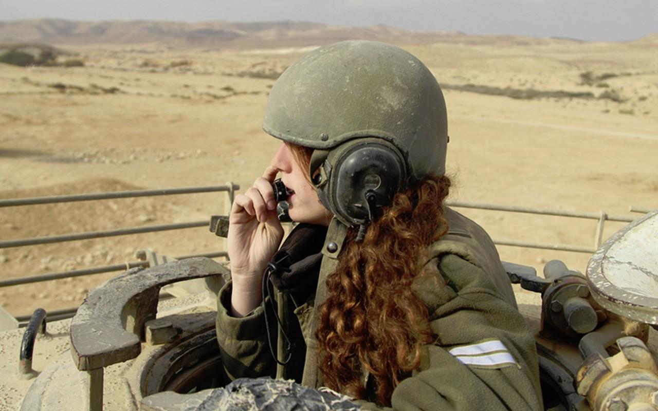 Ngam cac nu quan nhan xinh xan va manh me cua quan doi Israel-Hinh-2