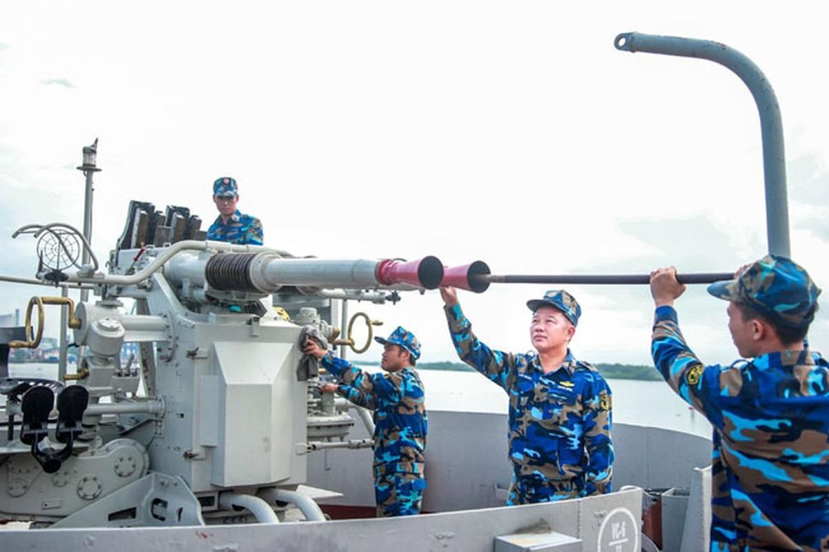 Dang gom suc manh khau phao My tren tau do bo lon nhat Viet Nam-Hinh-10