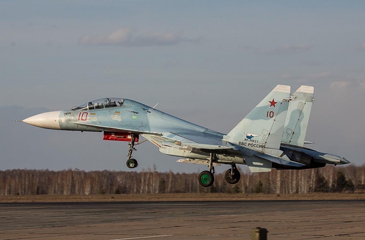 Khung khiep: Tiem kich Su-27/30 Nga vuot 7.000km chi de...-Hinh-2