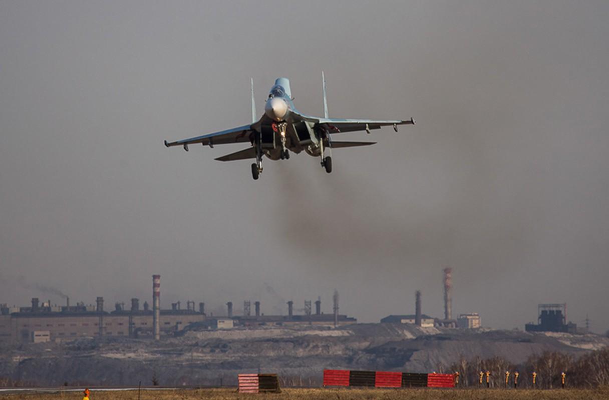 Khung khiep: Tiem kich Su-27/30 Nga vuot 7.000km chi de...-Hinh-3