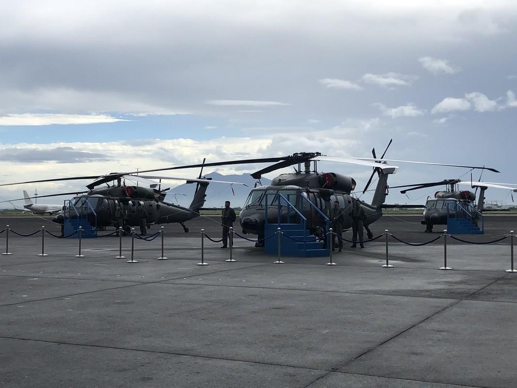 Philippines bat ngo nhan mot loat truc thang da dung cuc hien dai-Hinh-3
