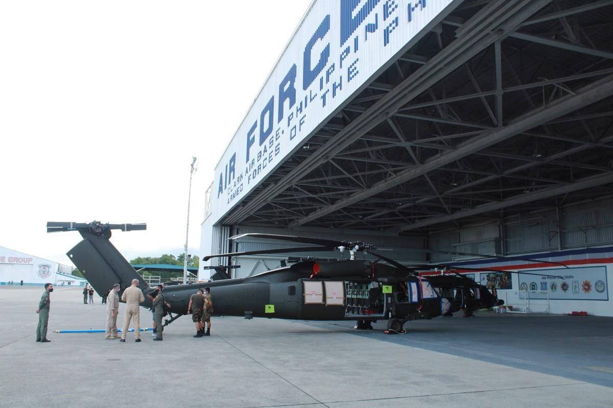 Philippines bat ngo nhan mot loat truc thang da dung cuc hien dai-Hinh-7