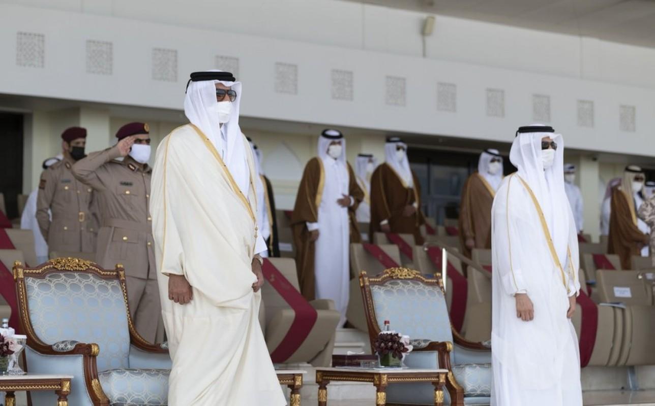 Den hen lai len: Quan doi Qatar duyet binh voi ky binh va lac da