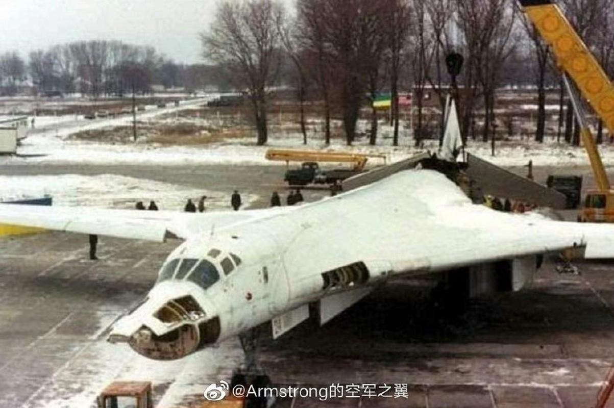 Xot xa so phan may bay Tu-160 bi xe thit o Ukraine trong qua khu-Hinh-2