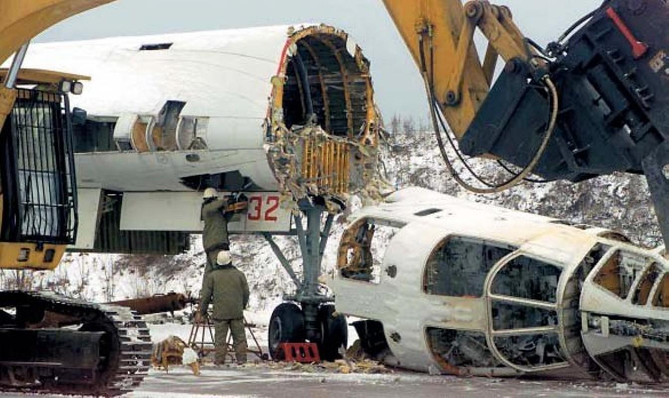 Xot xa so phan may bay Tu-160 bi xe thit o Ukraine trong qua khu-Hinh-7