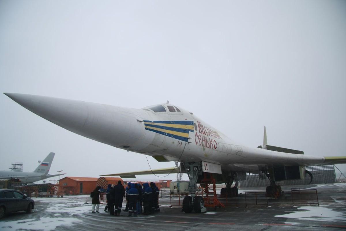 Xot xa so phan may bay Tu-160 bi xe thit o Ukraine trong qua khu-Hinh-8