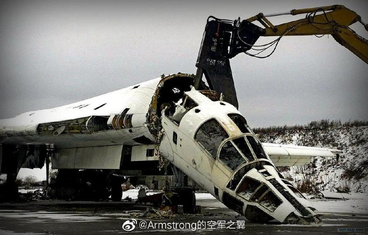 Xot xa so phan may bay Tu-160 bi xe thit o Ukraine trong qua khu