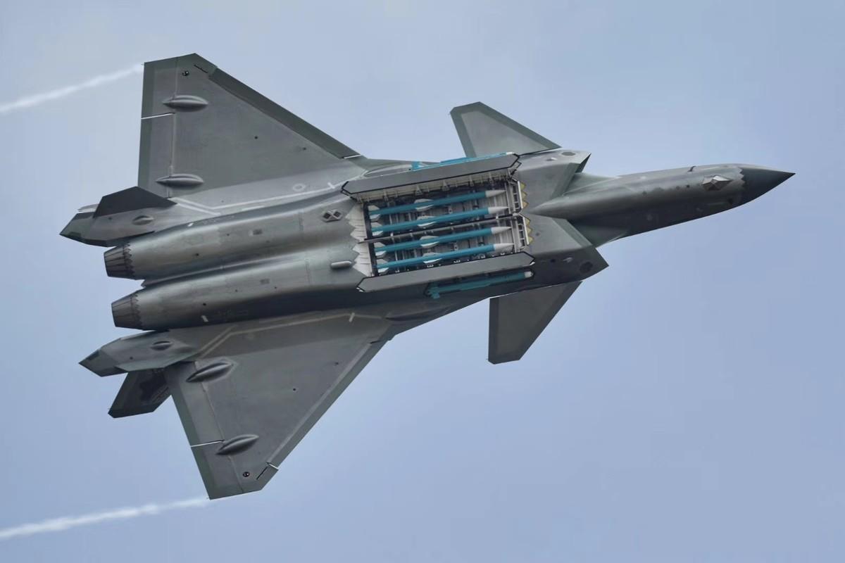 J-20 cua Trung Quoc can cai bien gi de hoat dong tren tau san bay?-Hinh-2