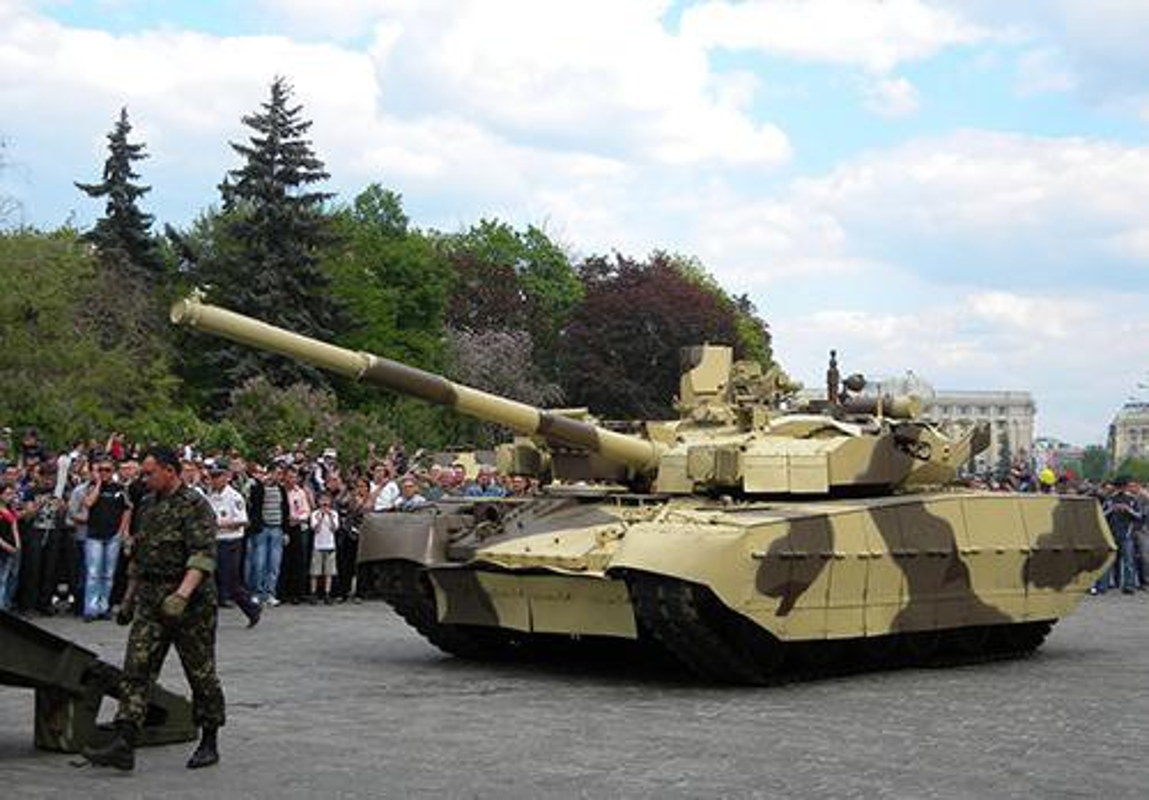 Ukraine tuyen bo nang cap T-64 len manh ngang... T-90 cua Nga-Hinh-12