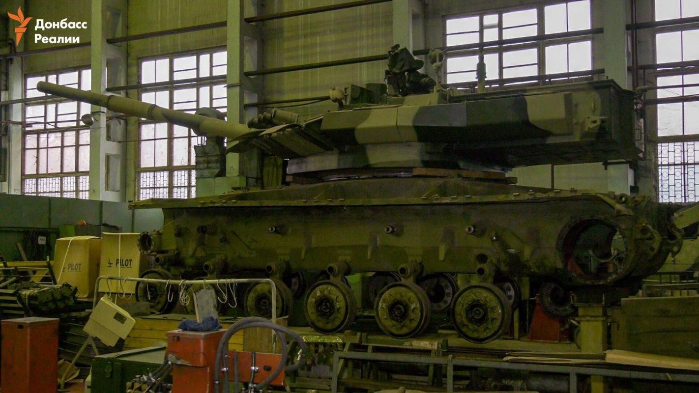 Ukraine tuyen bo nang cap T-64 len manh ngang... T-90 cua Nga-Hinh-2