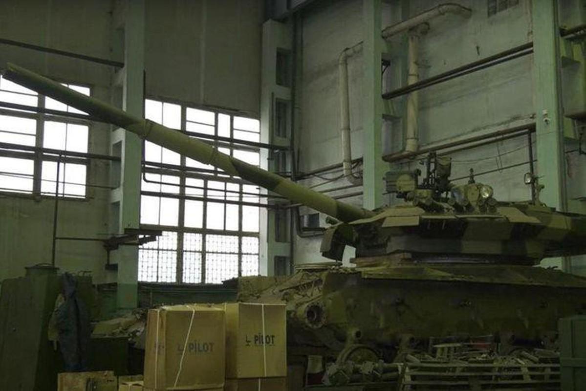 Ukraine tuyen bo nang cap T-64 len manh ngang... T-90 cua Nga