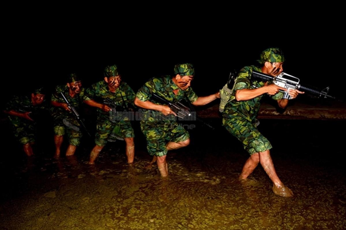 Trinh sat Viet Nam kho luyen tuyet ky tren thao truong-Hinh-10