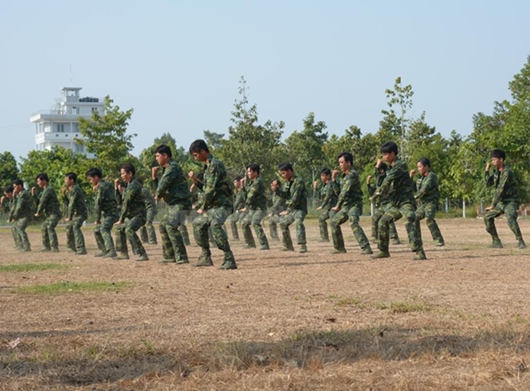 Trinh sat Viet Nam kho luyen tuyet ky tren thao truong-Hinh-3