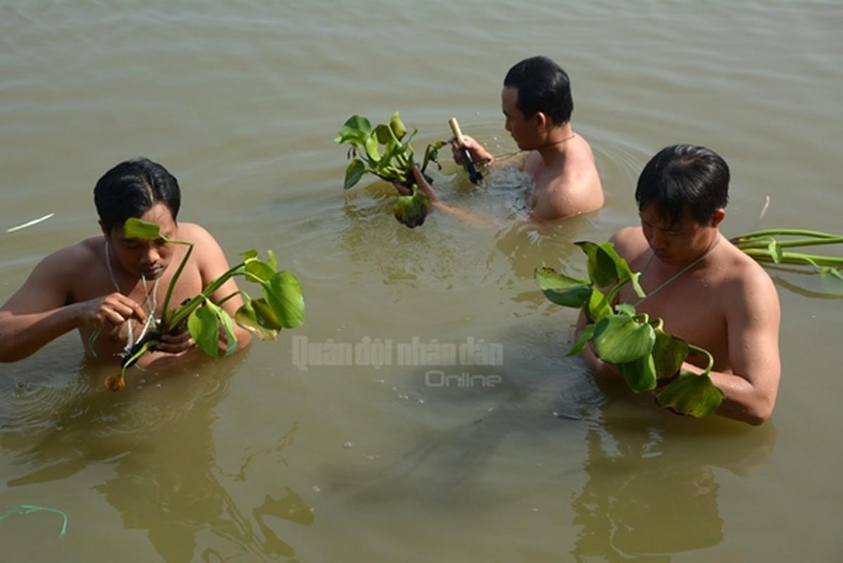 Trinh sat Viet Nam kho luyen tuyet ky tren thao truong-Hinh-9