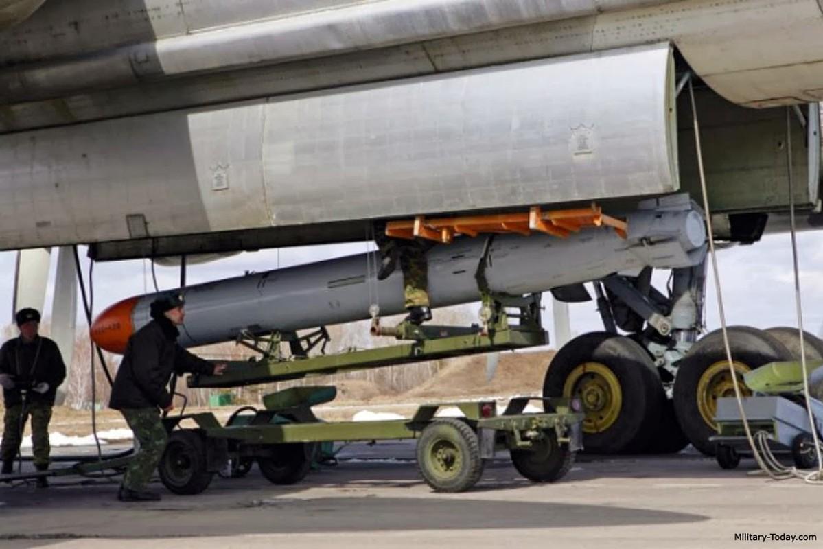 San bay Yemen bi tan cong boi ban sao cua ten lua Kh-55 Lien Xo-Hinh-10