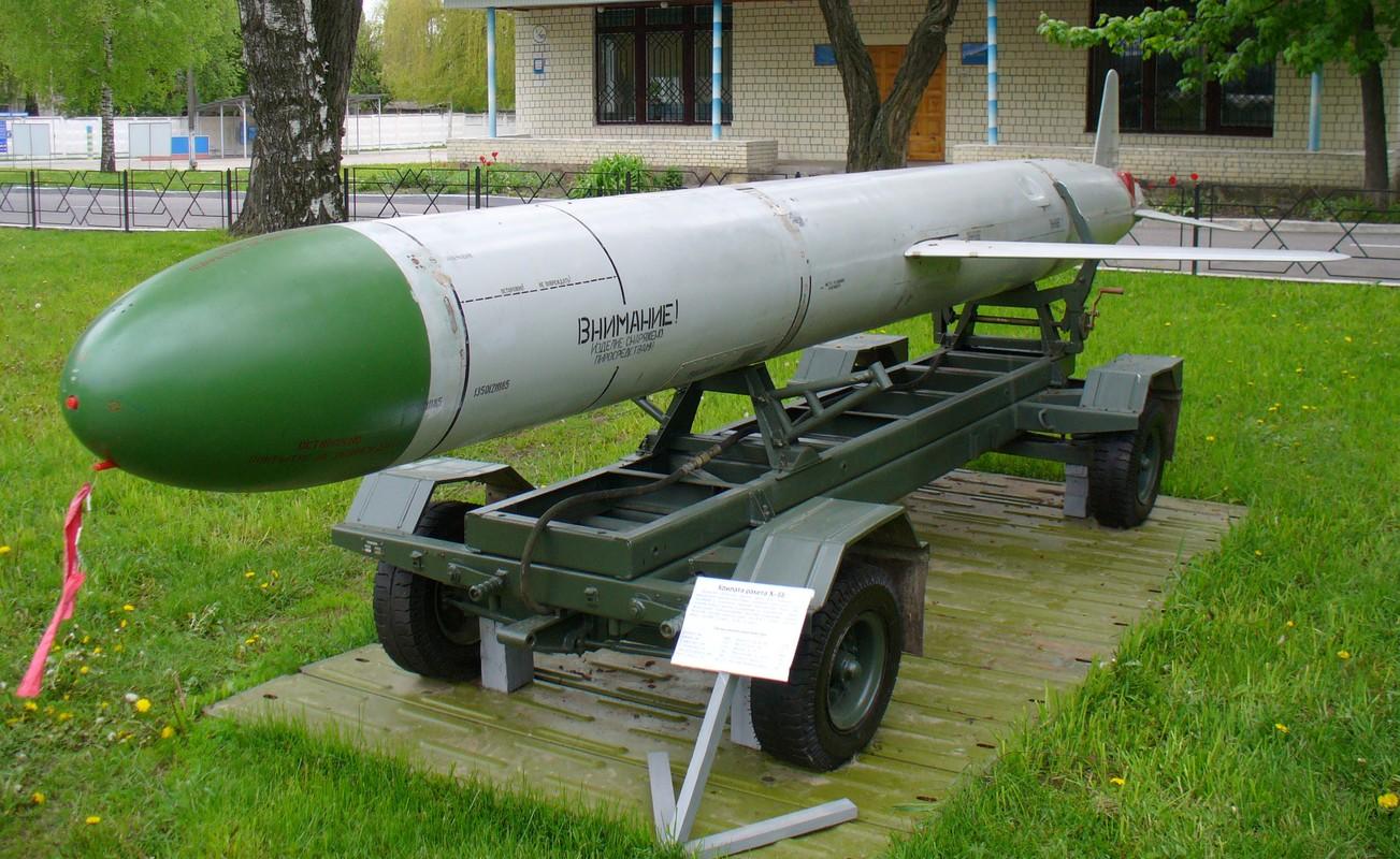San bay Yemen bi tan cong boi ban sao cua ten lua Kh-55 Lien Xo-Hinh-12